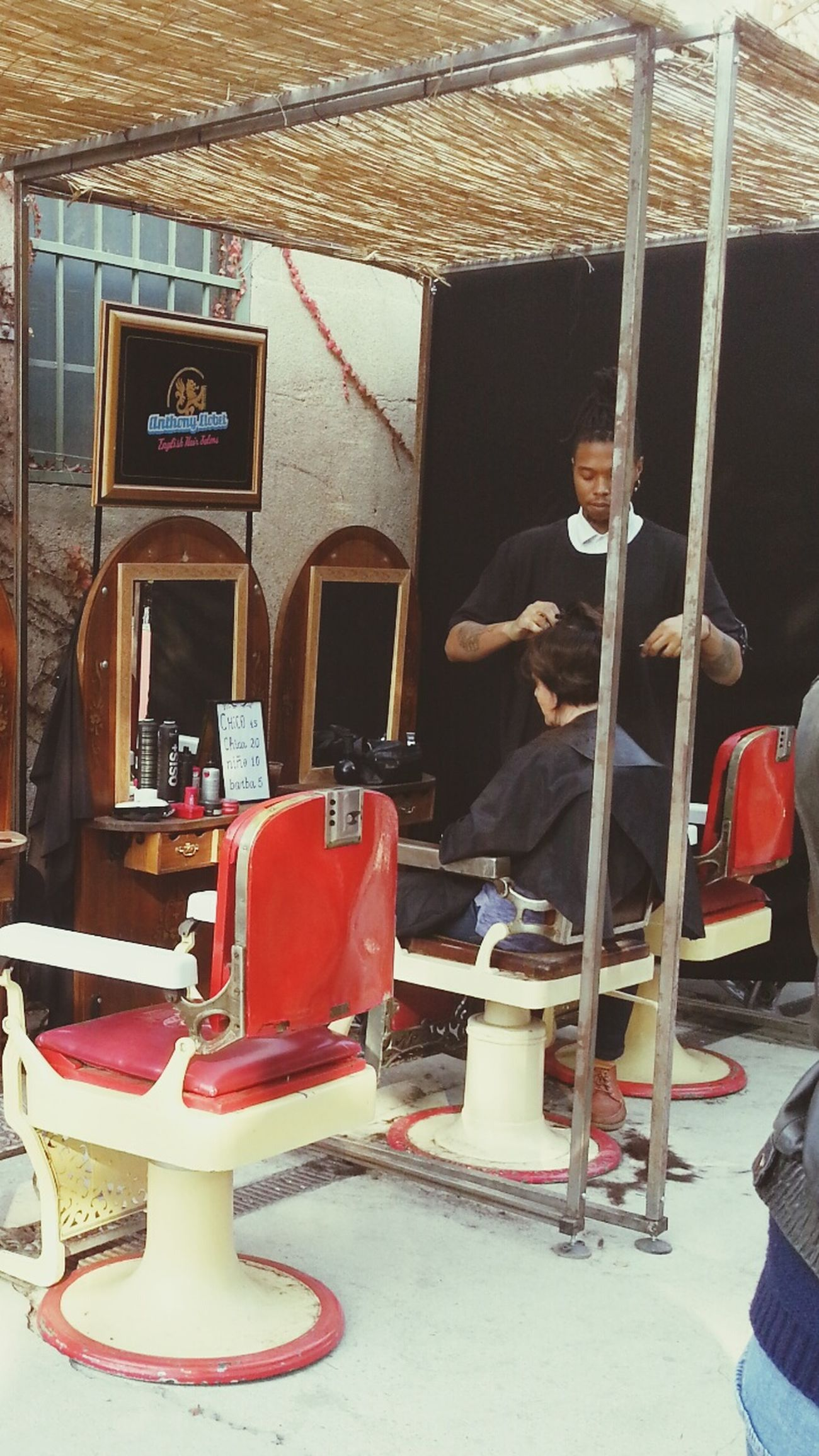 Corte de pelo al aire libre. Haircut Street Photography Paloaltomarket