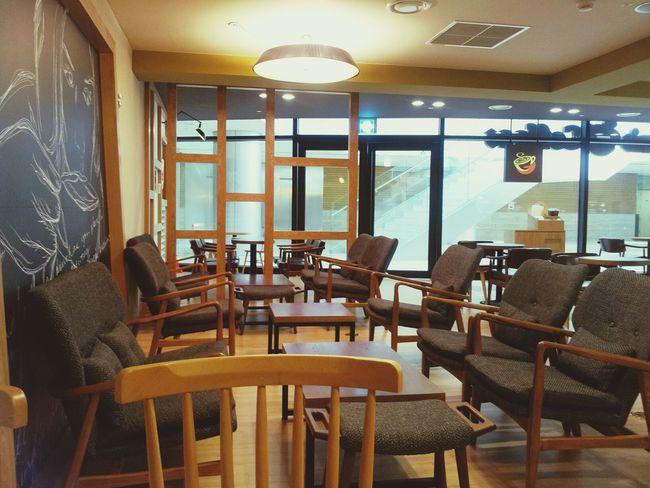 이 넓은 카페에 나혼자. Coffee Break @cafe Gloria Jean's Coffee