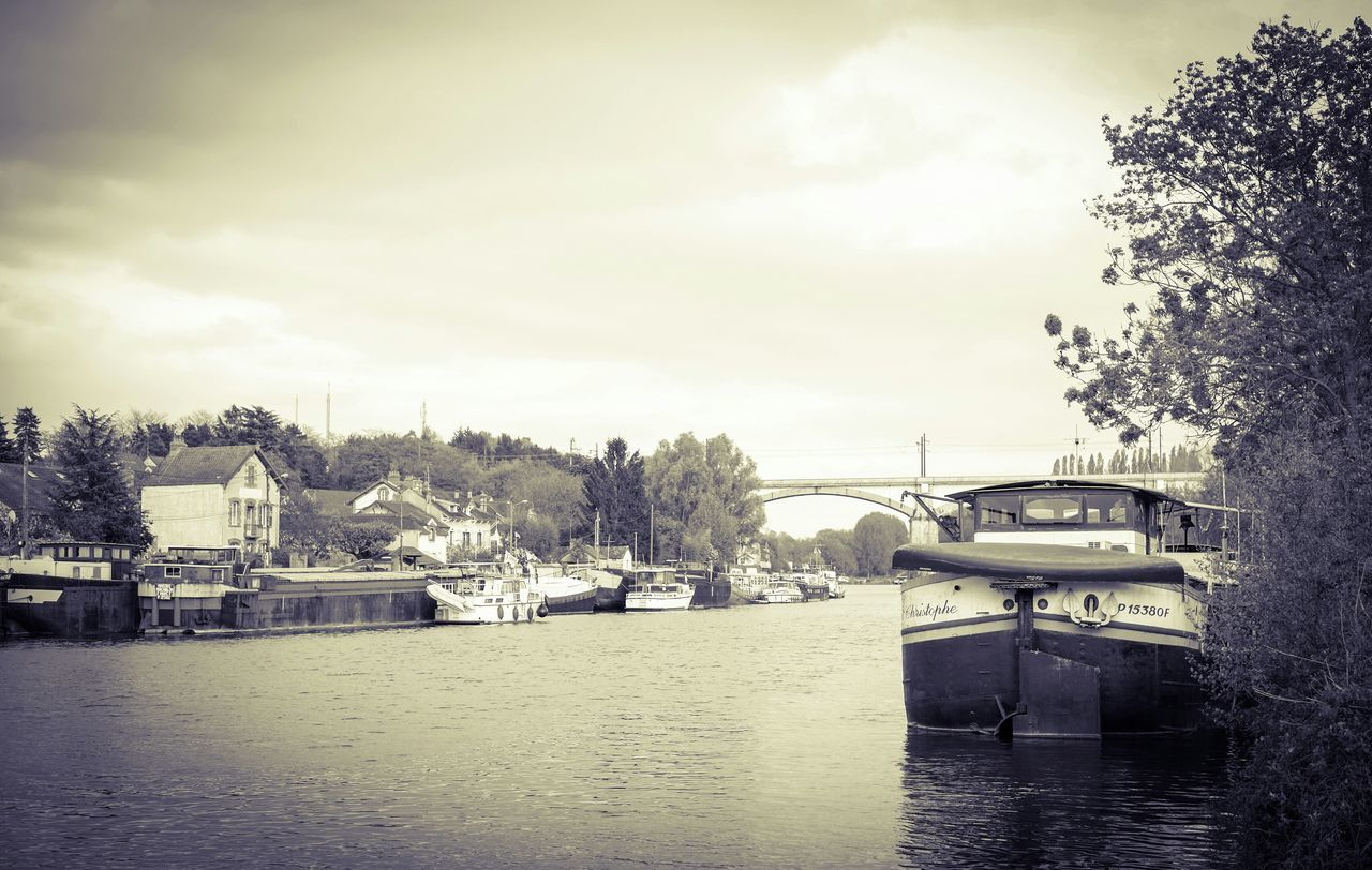 France Monochrome Landscape Riverside Boats Village Saint Mammės