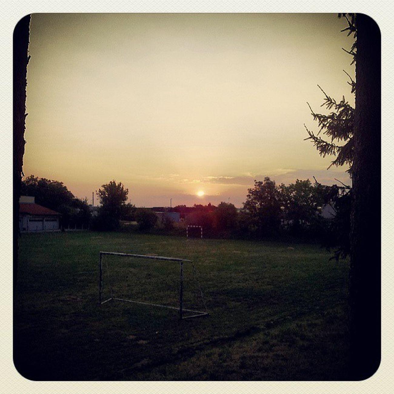 Igslovenia Murska Sobota Cerkveno nogometno igrisce soncni vzhod