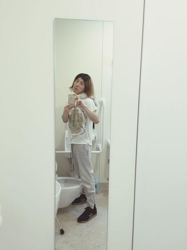 In a restroom at the hospital Mirror Mirror Picture Restroom Restroom Picture Hospital Rehabilitation Yutaman Thunderboy Restroom Series