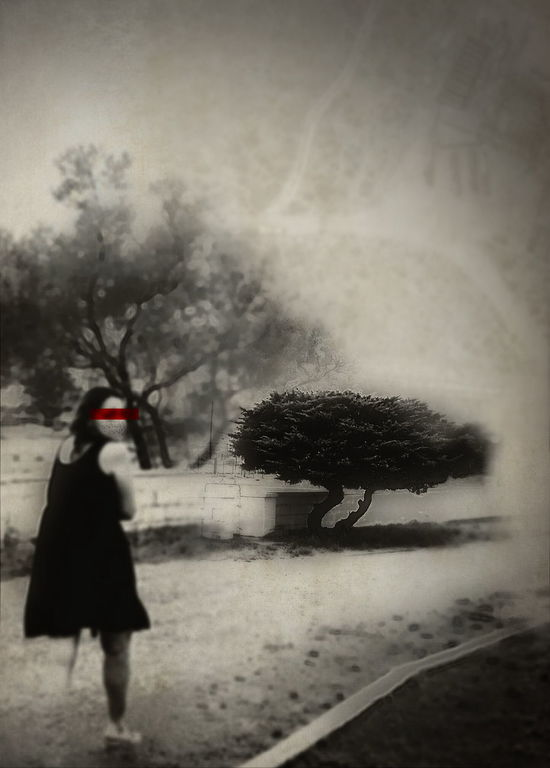 Spooky Old-fashioned Fog Red Outdoors Distorted View Shadows & Light Cloud - Sky Dreaming Dreamlike Surrealism Surreal_manipulation Noir Bizarre Nightmare Disguise Smear Effect Nightmare Visions Horror And Macabre Cemetery Wanderings Retro Styled Noir Et Blanc