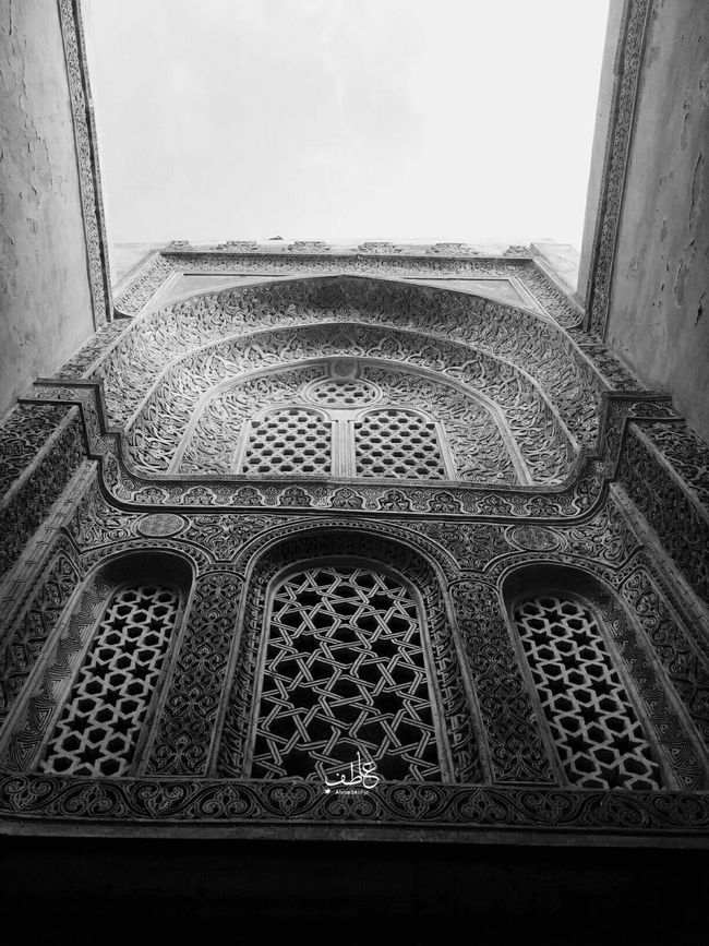 Black & WhiteThe beauty of the Islamic architecture sculptures that catch the sight everytime as if it your first time to open your eyes and see in this world 😍 Architecture_bw Architecture Scluptures Mumluk Black&white Tourism Tour Tourist Photography Egypt Cairo Egypt Oldcairo History