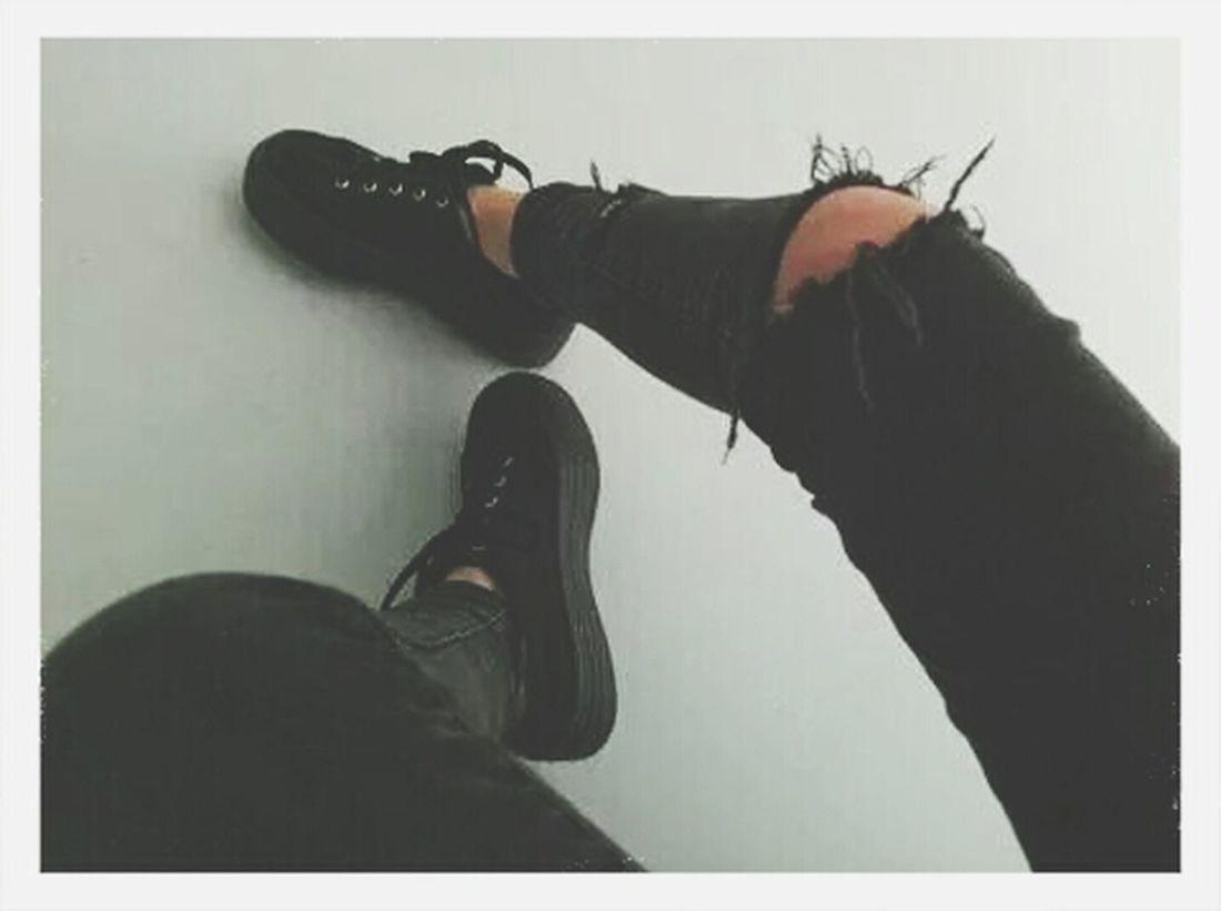 Black & White Black Ayakkabı Yırtık First Eyeem Photo