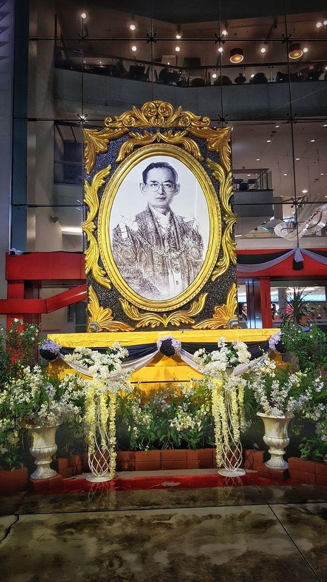 Vertical City Gold Colored No People Indoors  King King Of Thailand ร.9. ในหลวงของหนู ในหลวง พระราชา