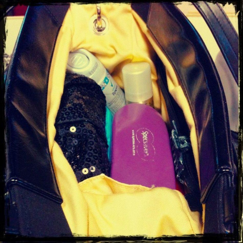 15: in my bag .. always too much stuff !! #fmsphotoaday #photoaday #november #november2012 November PhotoADay Fmsphotoaday November2012
