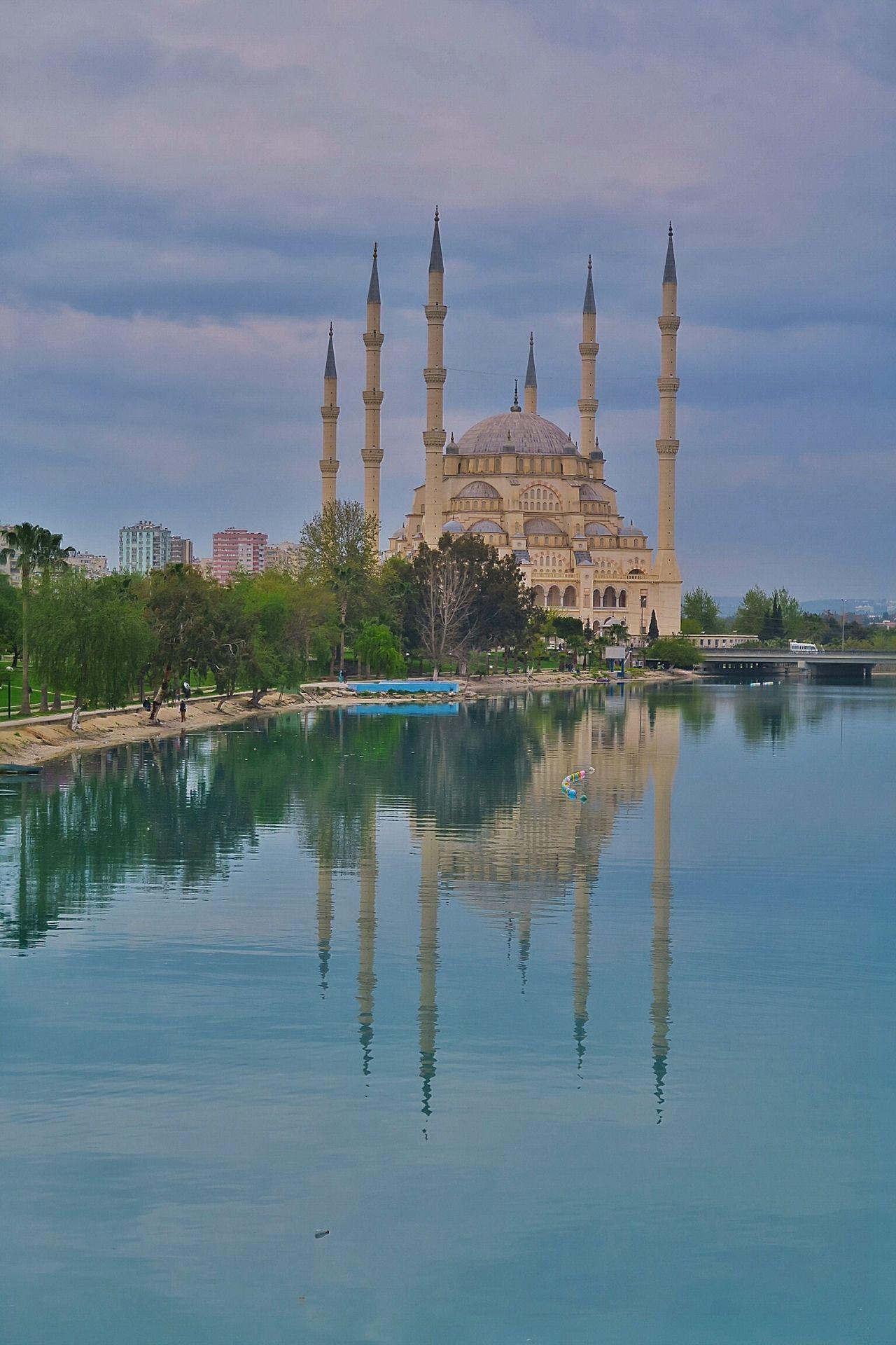 Düşmem düşersin. şaşmam der şaşarsın. en garibi de budur ya; öldüm der durur, yinede yaşarsın. Mosque Cami Nehir River Nature Blue Green Ammazing