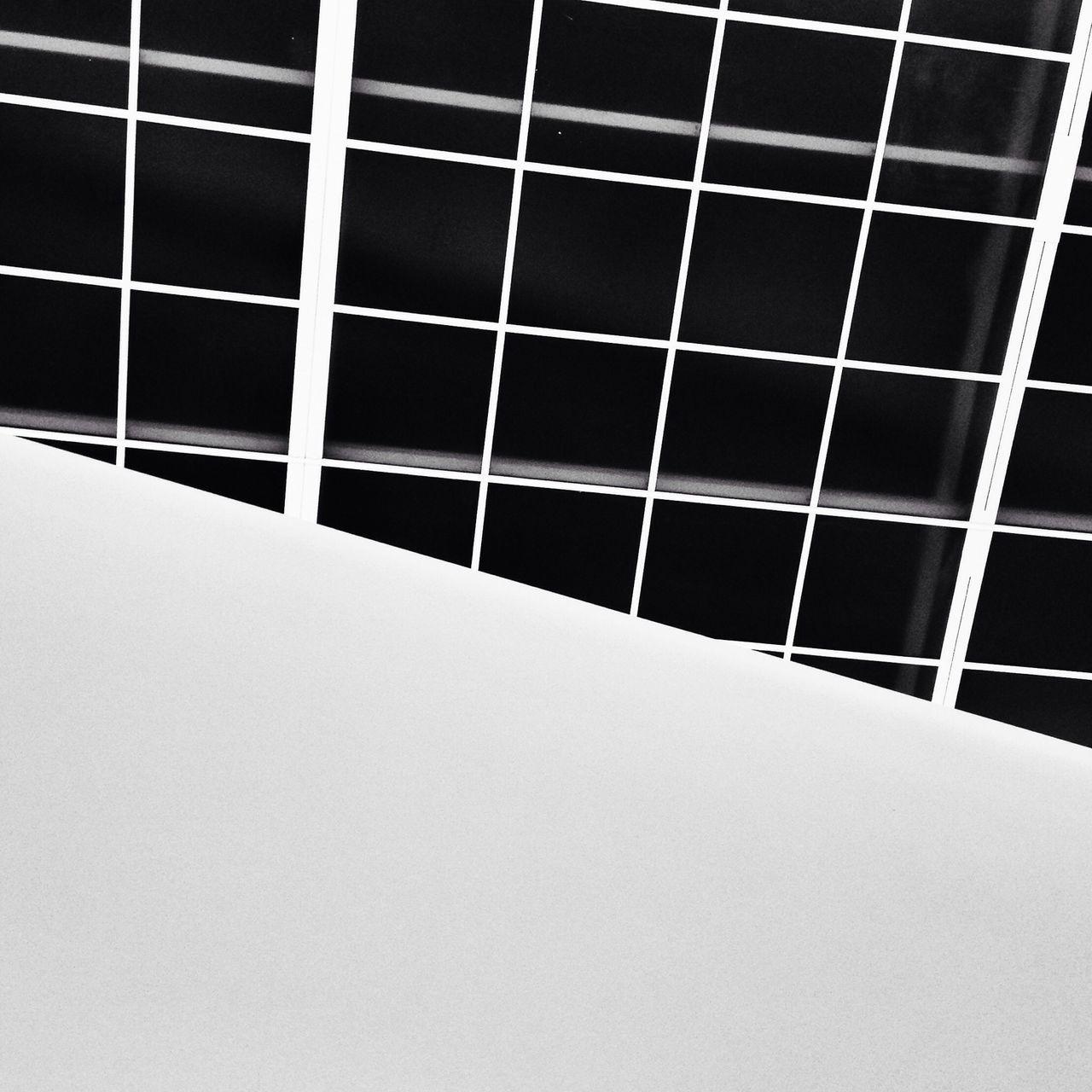 Parfois il faut savoir regarder au dessus de nos têtes pour y trouver une autre vison du monde environnant. Grand Palais Paris Architecture Architecture_bw
