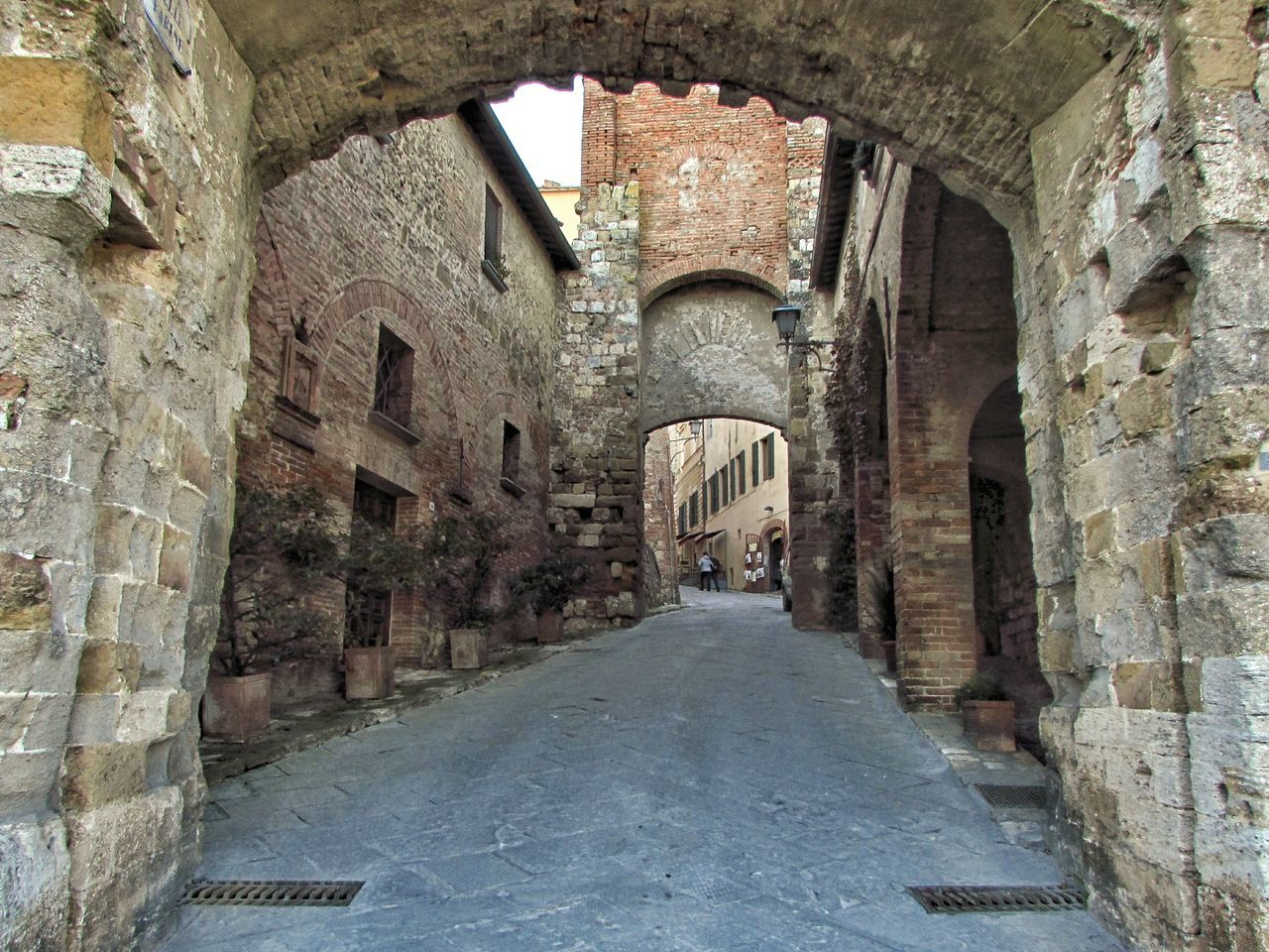 Prospectives Built Structure Italy Photos Photography Tranquility People And Places Tuscany Architecture_collection EyeEmBestPics Photooftheday EyeEm Gallery EyeEm Best Shots Architecture Photography Walking Old Architecture Perspective