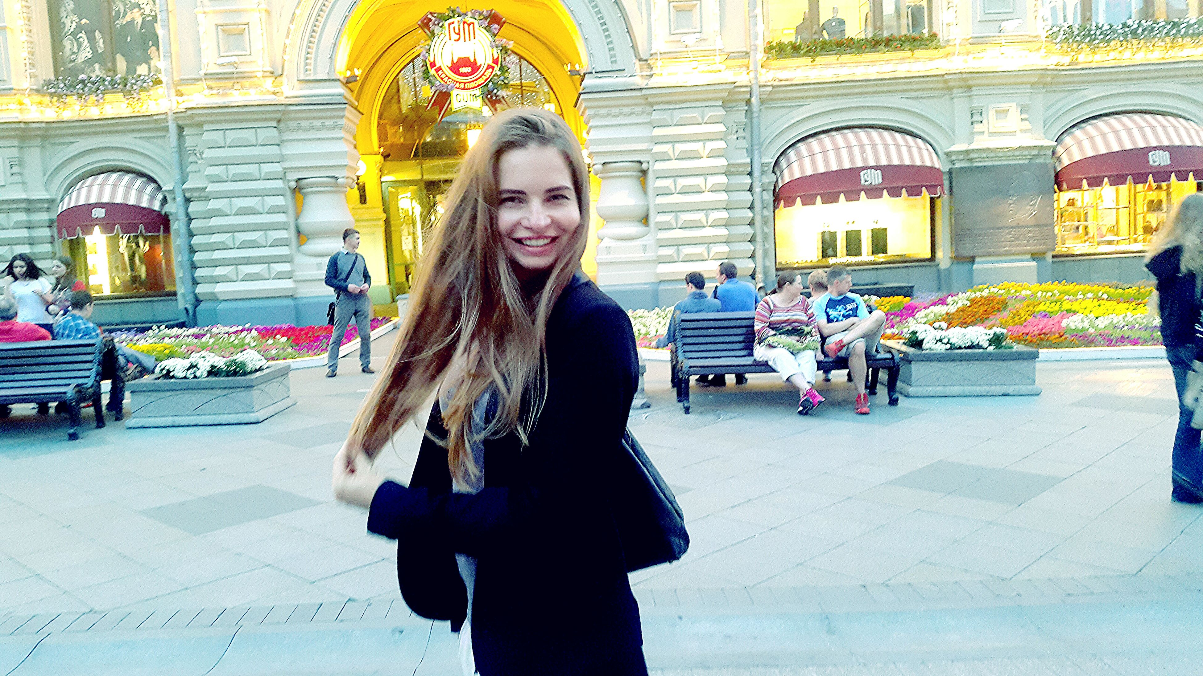 lifestyles, building exterior, young adult, young women, leisure activity, architecture, built structure, front view, person, long hair, looking at camera, casual clothing, portrait, standing, street, city, sunglasses