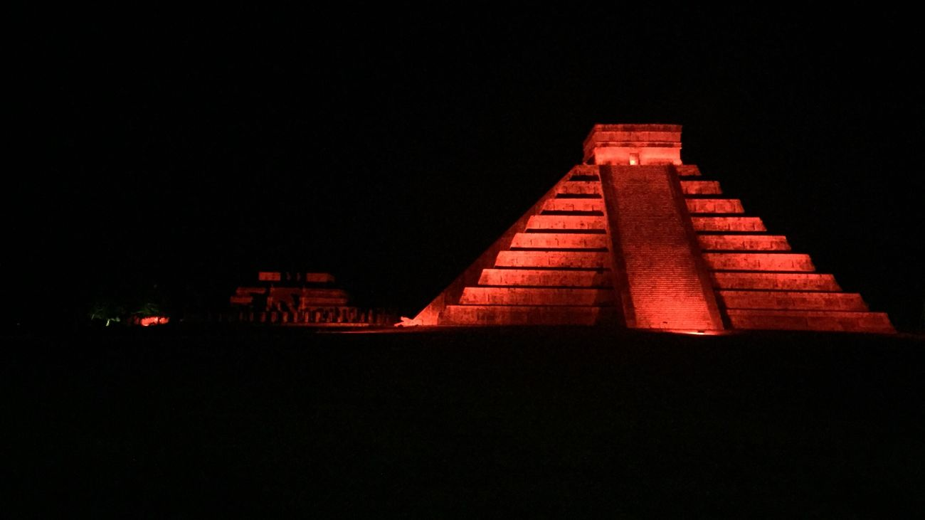 IPhoneography Iphoneonly Mexico Architecture Pyramid Chichen Itza Chichen-Itzá Chichen Itza Ruins Yucatan Mexico Yúcatan Valladolid Light In The Darkness History Mayan Ruins Mayan Palace No Edit/no Filter