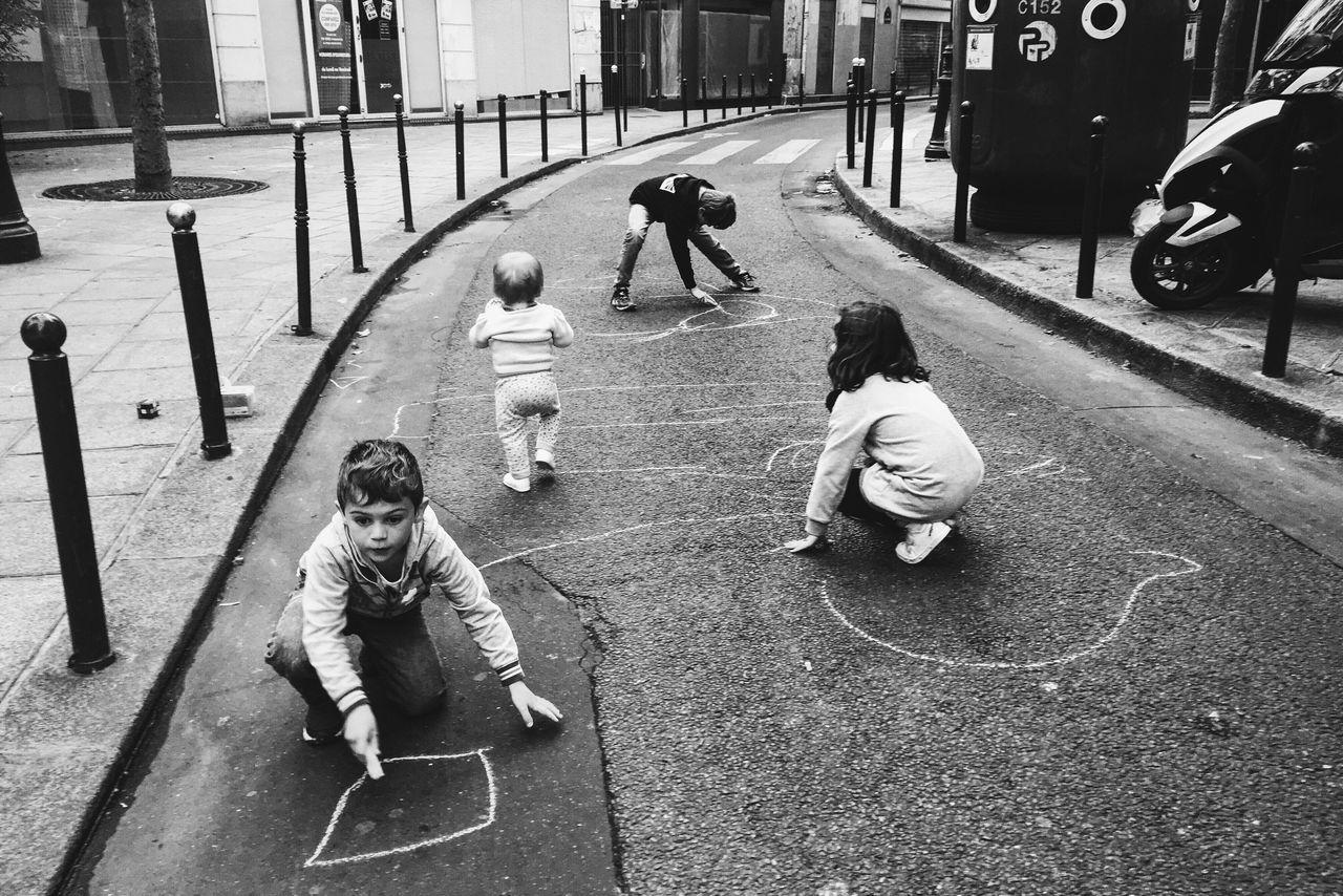 Kids Children Paris Streetphotography Street Art Blackandwhite Chalk Thug Life Ghetto Sentier OGs The Street Photographer - 2016 EyeEm Awards Fine Art Photography