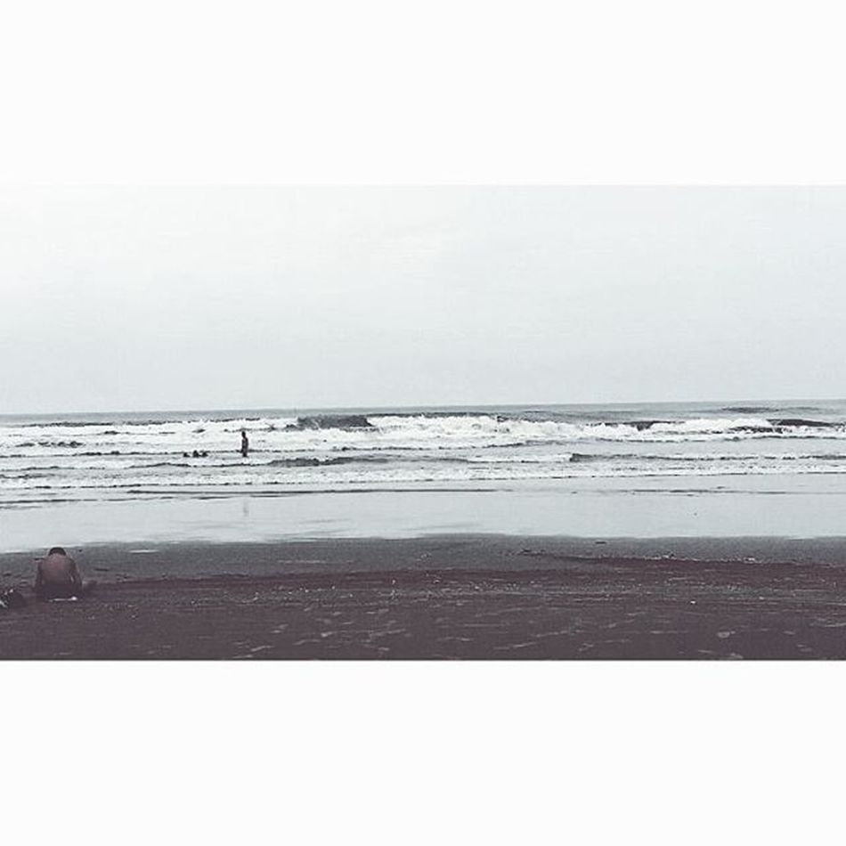 """""""Liberdade Aqui nesta praia onde Não há nenhum vestígio de impureza, Aqui onde há somente Ondas tombando ininterruptamente, Puro espaço e lúcida unidade, Aqui o tempo apaixonadamente Encontra a própria liberdade..."""" Via Snapchat : will_ribeirro 😉 VSCAM VSCO Vscambrasil Beach Instagram Camera360 Mongaguá Mongaguabeach Photographer Photo Paisagem Fimdeano Natureza Snapchat Snapbrasil Fotografia Cidade Spcity Litoralsul Litorial"""