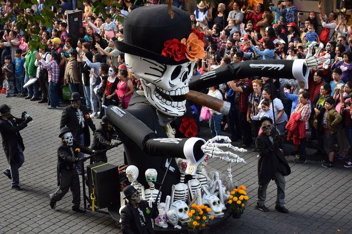 Desfile de día de Muertos en la Ciudad de México 2016 Calavera  Carro Allegorico Death Desfile DIA DE MUERTOS Dia De Muertos México Parade Skull