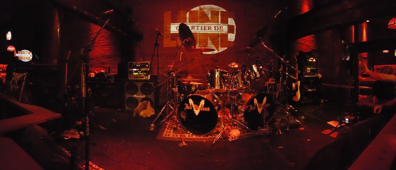 Musical Instrument String Drumkit Bass Guitar Electric Guitar No People Guitares Guitar Indoors  Nightshot Indoors  String Instrument 6 Strings 5 String Bass Guitar Percussions Metal Drum Metal Drums Quartier De Lune