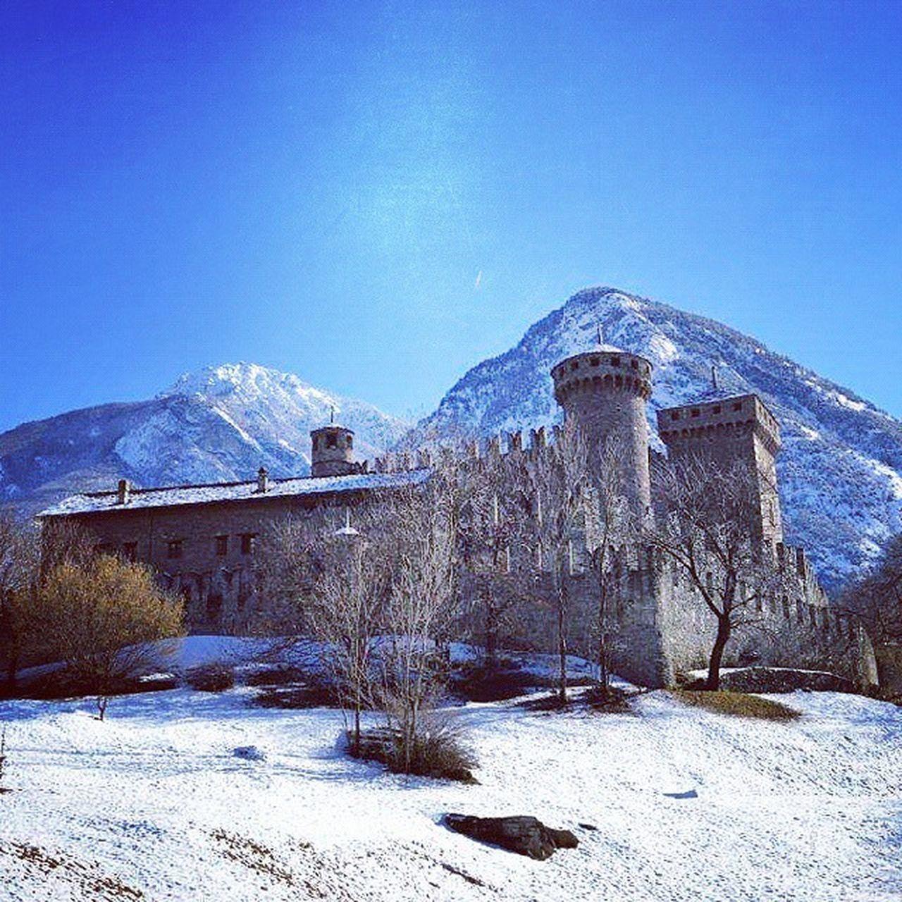 Castello di Fenis ammantato di Bianco Castle Vda Valle d' Aosta Valledaosta Ig_vda