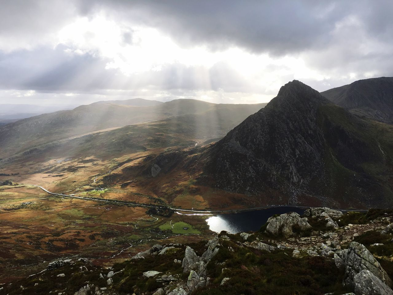 Scenics Beauty In Nature Mountain Sky Nature Landscape Mountain Range Idyllic Tranquility Trekking Hiking Adventure Wales Snowdonia National Park Snowdonia Tryfan Sunlight Sunlight And Clouds Clouds