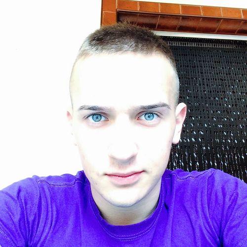That's Me Taking Selfies Blue Eyes Relaxing