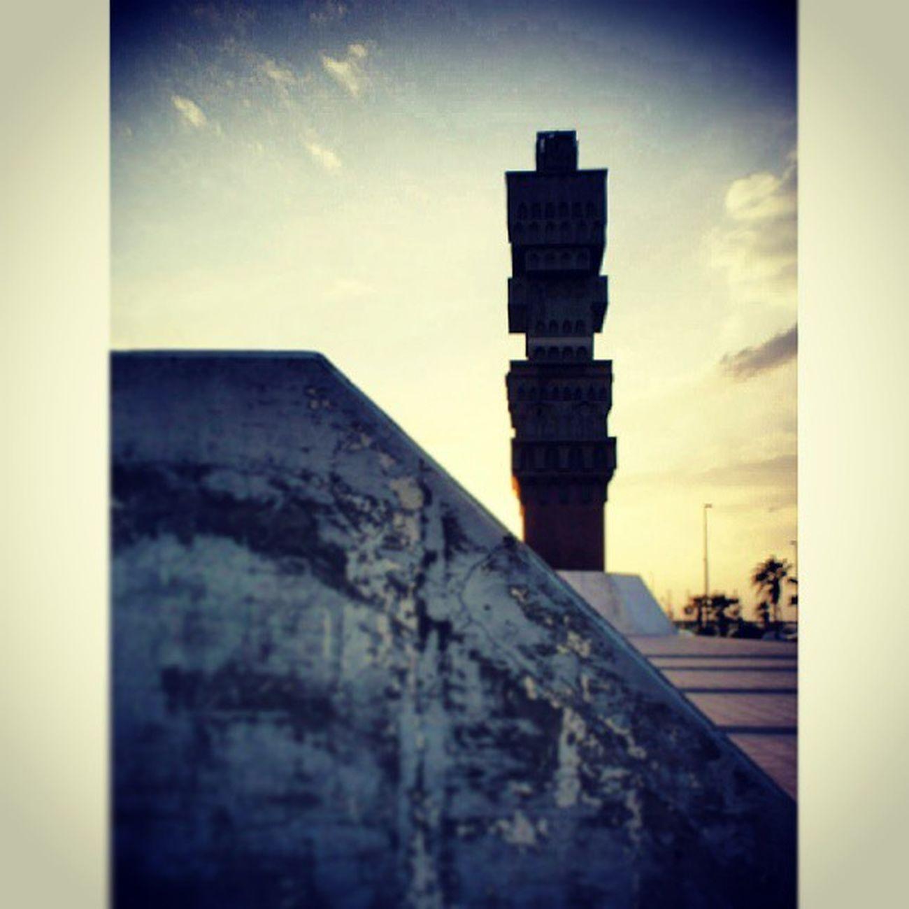 A Statue at Albalad Al_balad near the the NCB bank headquarter. jeddah saudi_arabia saudiarabia. Taken by my sonyalpha dslr A200. تمثال البلد بنك أهلي جدة السعودية