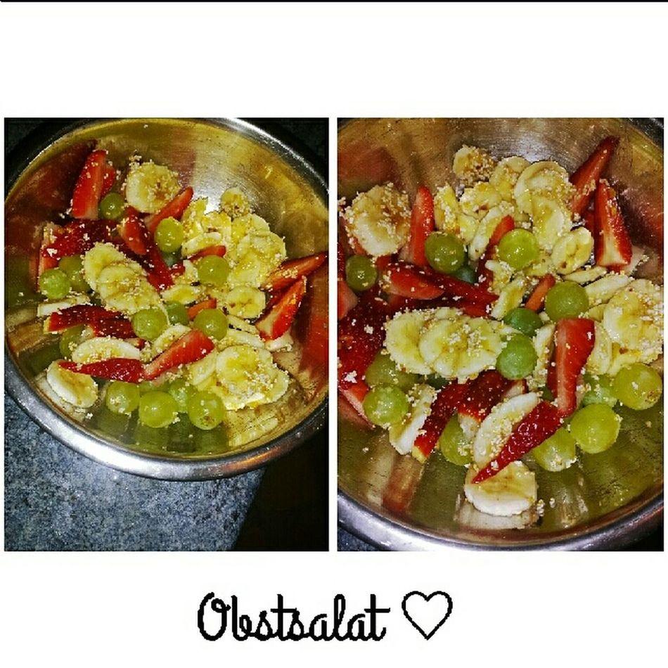 Obst Obstsalat Erdbeeren Trauben Popcorn Honig Banane