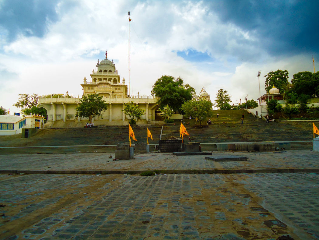 Gurudwara Banda Ghat Sahib Nanded Architecture Building Exterior Built Structure Cloud - Sky Gurudwara Gurudwara Banda Ghat Sahib GurudwaraSahib Hazursahib History Nanded City Nanded Ghat No People Outdoors Place Of Worship Religion Sikh Religion Sikh Temple Sikhism Sky Spirituality Travel Destinations