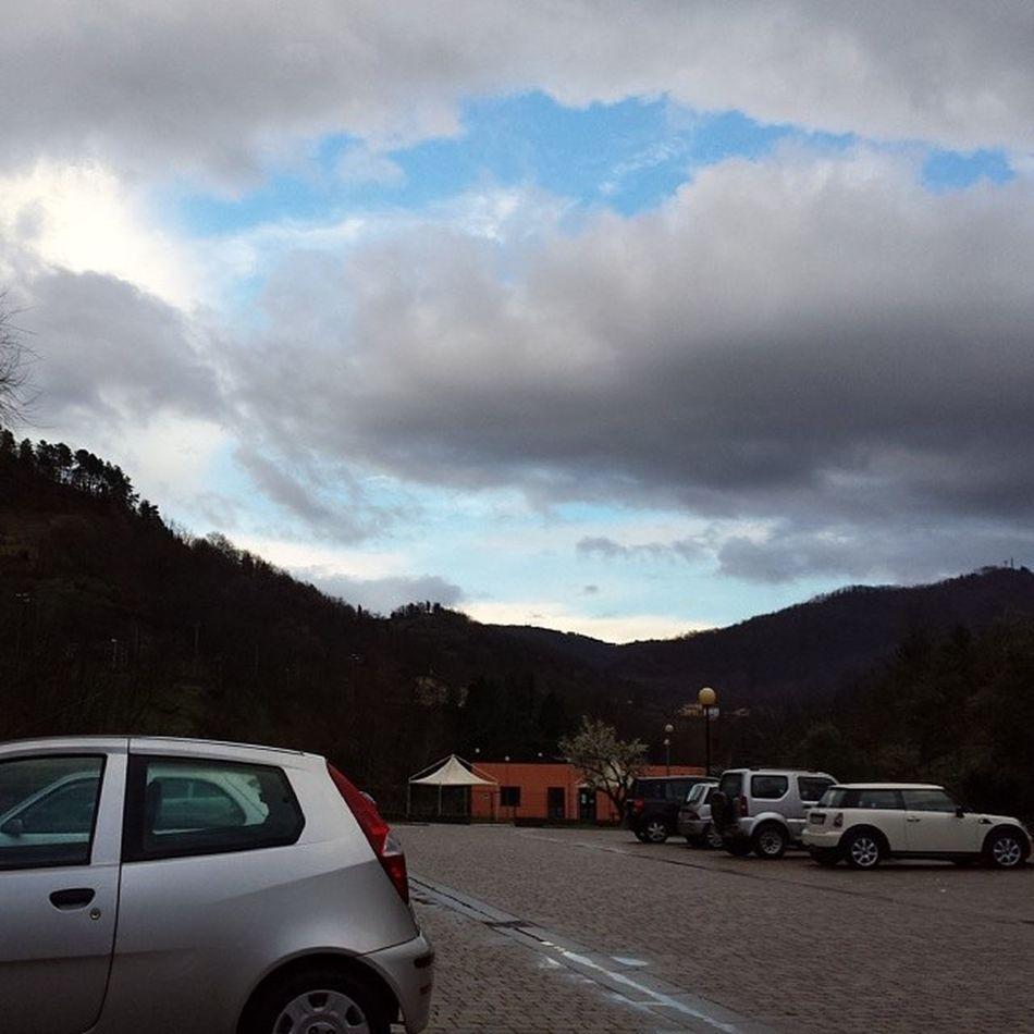 Cielo_spettacolare_con_le_nuvole_e_sereno Tuscany Mercatale_di_vernio