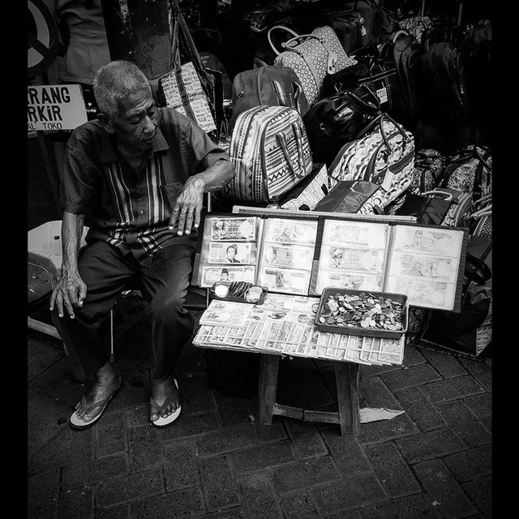 Taken by Me With LG  Nexus5 Streetphotography Old Oldman Seller Oldmoney Art Bw Simple Shadow Shape Activity Instadaily Instabw INDONESIA Instabest Instagood Instagram Instaart Photography Photos