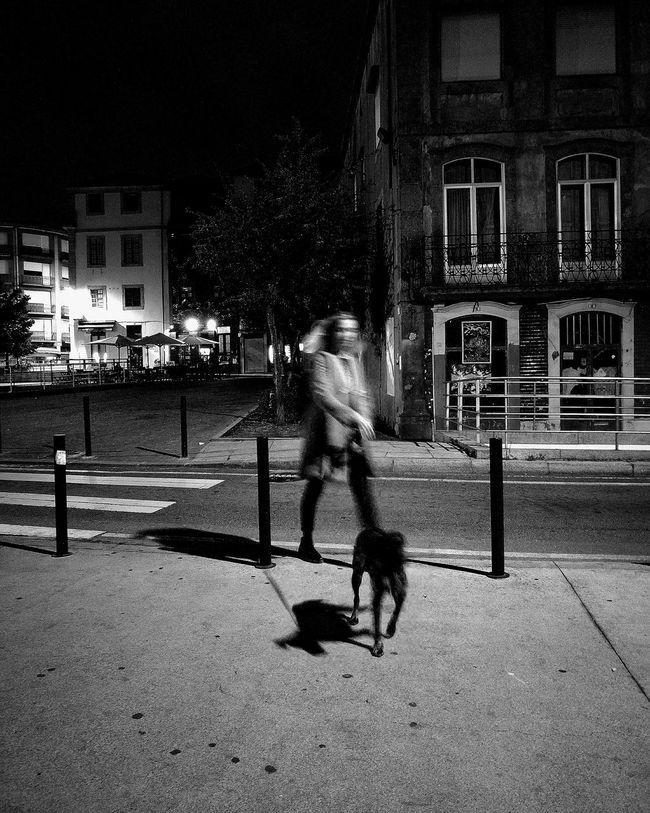 Streetphotography Thestreetphotographer EyeEn Porto B&w Street Photography EyeEm Porto B&w Photography Capture The Moment Street Photography Blackandwhite Blackandwhite PhotographyBuilding Exterior Monochrome