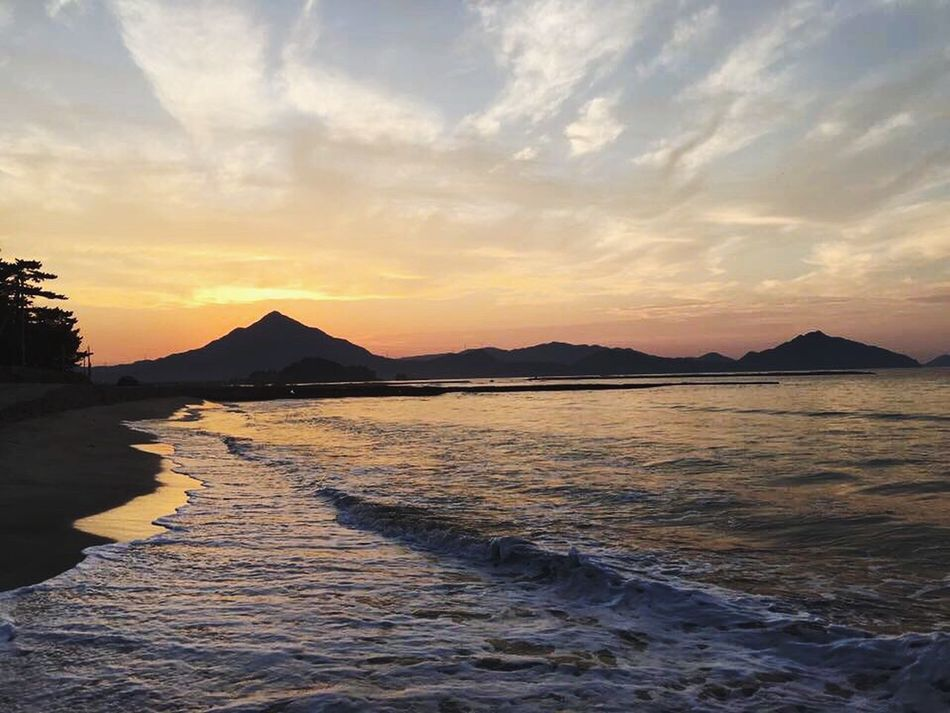Mountain Sea Sky Nature Beauty In Nature Sunset Tranquil Scene Scenics Water Tranquility Dusk Calm Mountain Range Cloud - Sky Ocean Shore Waterfront Outdoors No People Vacations 空 海 일본 Japan First Eyeem Photo