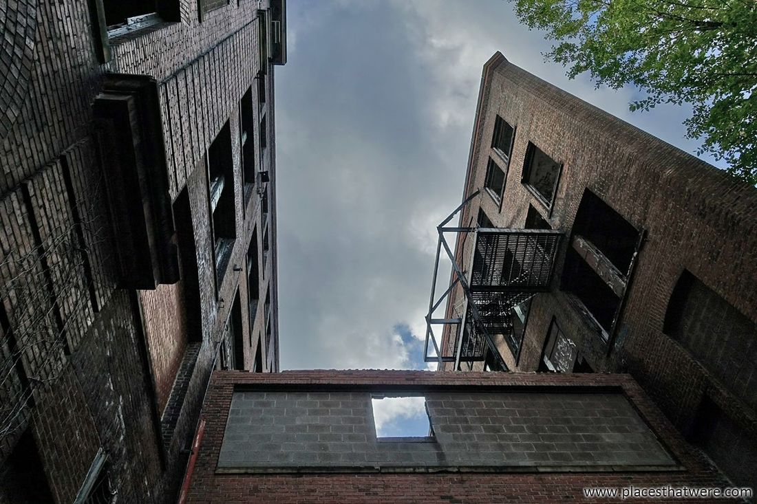 Things are looking up! http://www.placesthatwere.com/2017/12/abandoned-warner-and-swasey-company.html Abandoned Creepy Eerie Urbex Windows Factory Abandoned Places Abandoned Abandoned Buildings Abandoned & Derelict Rust Belt Urban Decay Urban Exploration Industrial Decay Ohio Cleveland Industry Ruins Decay Architecture Built Structure Building Exterior Low Angle View Window