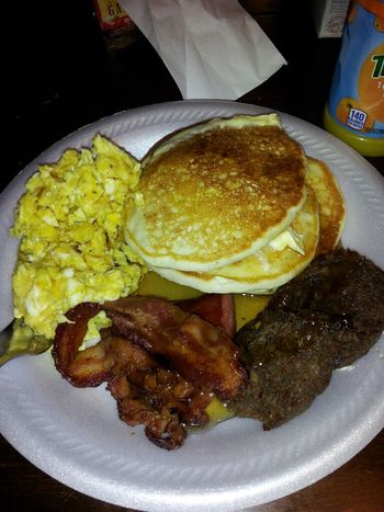#goodmorning #breakfast #lovesnowdays #orangejuice #bacon #sausage #eggs #pancakes #full #yeahbuddy