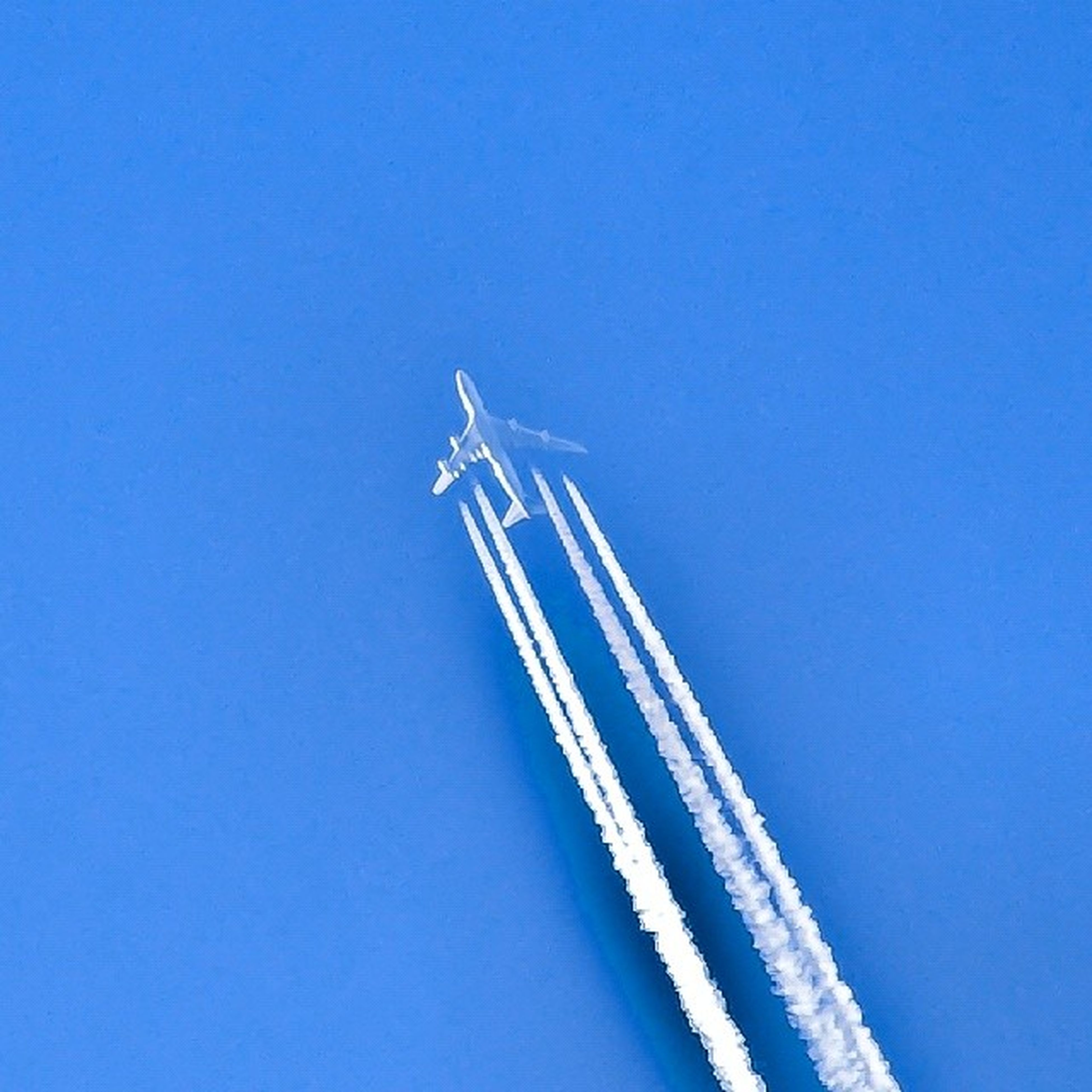 blue, clear sky, copy space, low angle view, transportation, white color, travel, vapor trail, snow, cold temperature, winter, famous place, outdoors, day, international landmark, white, no people, tourism, travel destinations, speed
