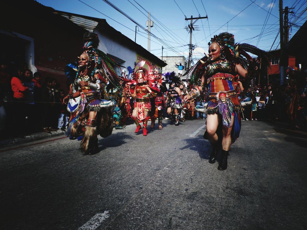 baile de convite inicio feria dedica al patrono San Miguel Arcángel.