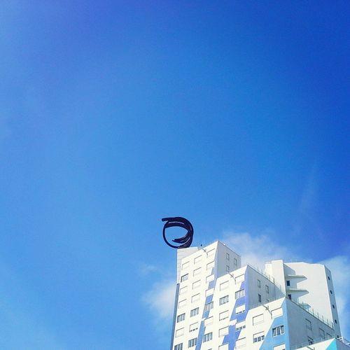 on the top - parque das nações, lisboa - Topo Prédio  Parquedasnacoes Expo98 Lisboa Top Lisbon Céu Sky Esfera Nuvens Clouds Azul Blue Building Sphere