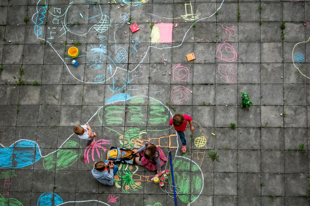 Beautiful stock photos of zeichnungen, multi colored, lifestyles, leisure activity, real people