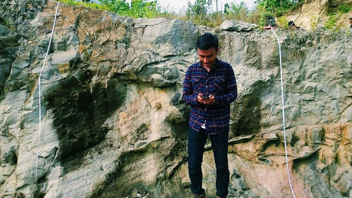 INDONESIAN GEOLOGIST Hanging Out Rock Geology Geologist Starting A Trip Nature Adventure Exploring Exploring New Ground Explore Sedimentary