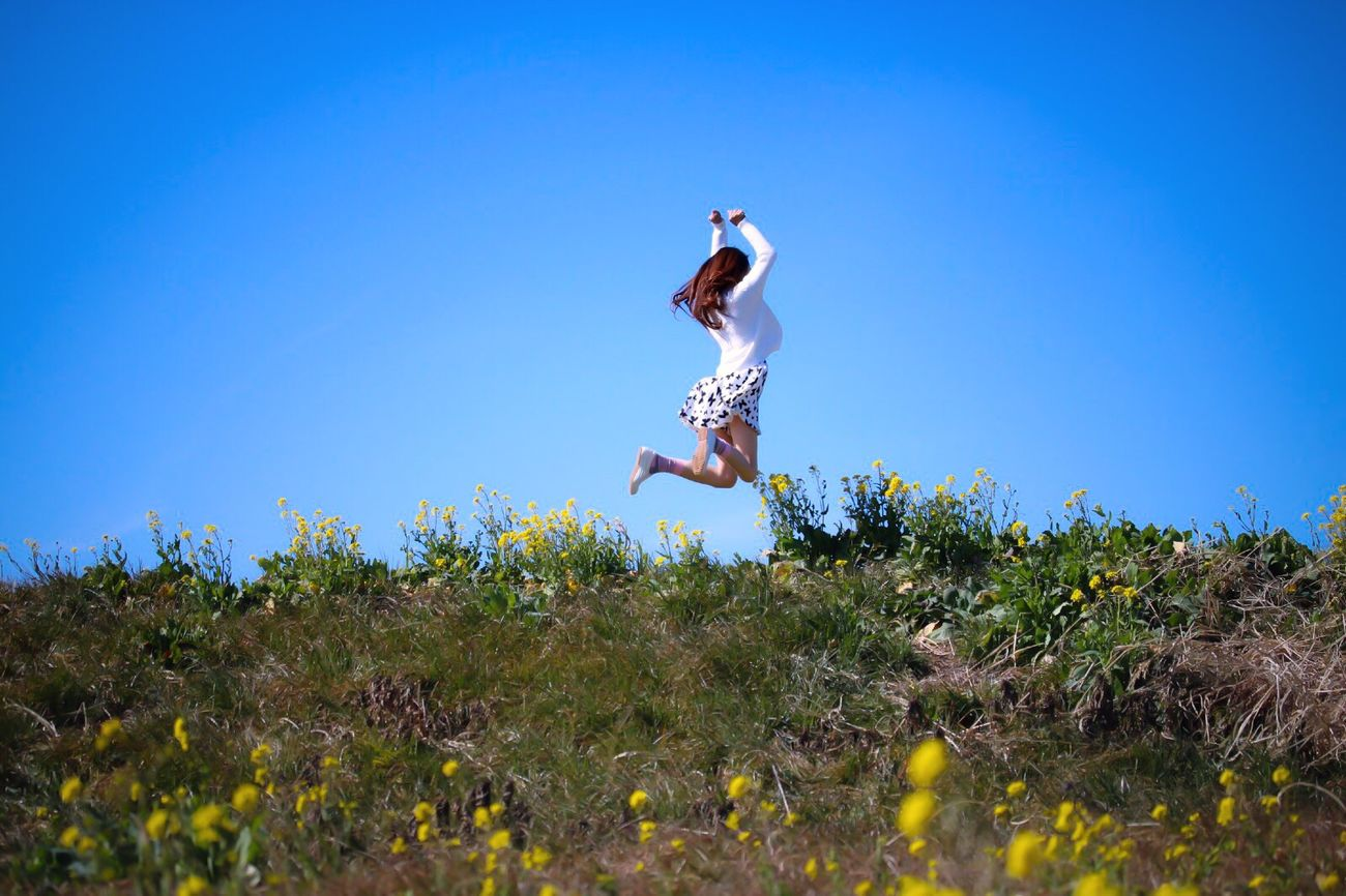I love Spring the best 🙌🏻🌸💕 My Unique Style Jumping People Women One Person Enjoying Nature Spring Outdoors Jump Full Length Real People The Human Condition ThatsMe Happy