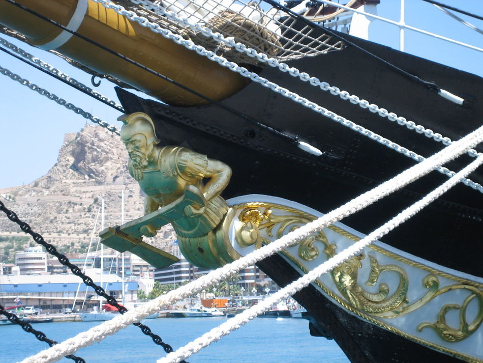 Ship´s defender. Alicante, Spain Harbour Harbour View Old Ship Rostro Sailing Ship Sea Sea And Sky Ship Ship Decoration Ship Details Ship Rope Tall Ship Tall Ships Festival Tall Ships Race Travel Photography Traveling
