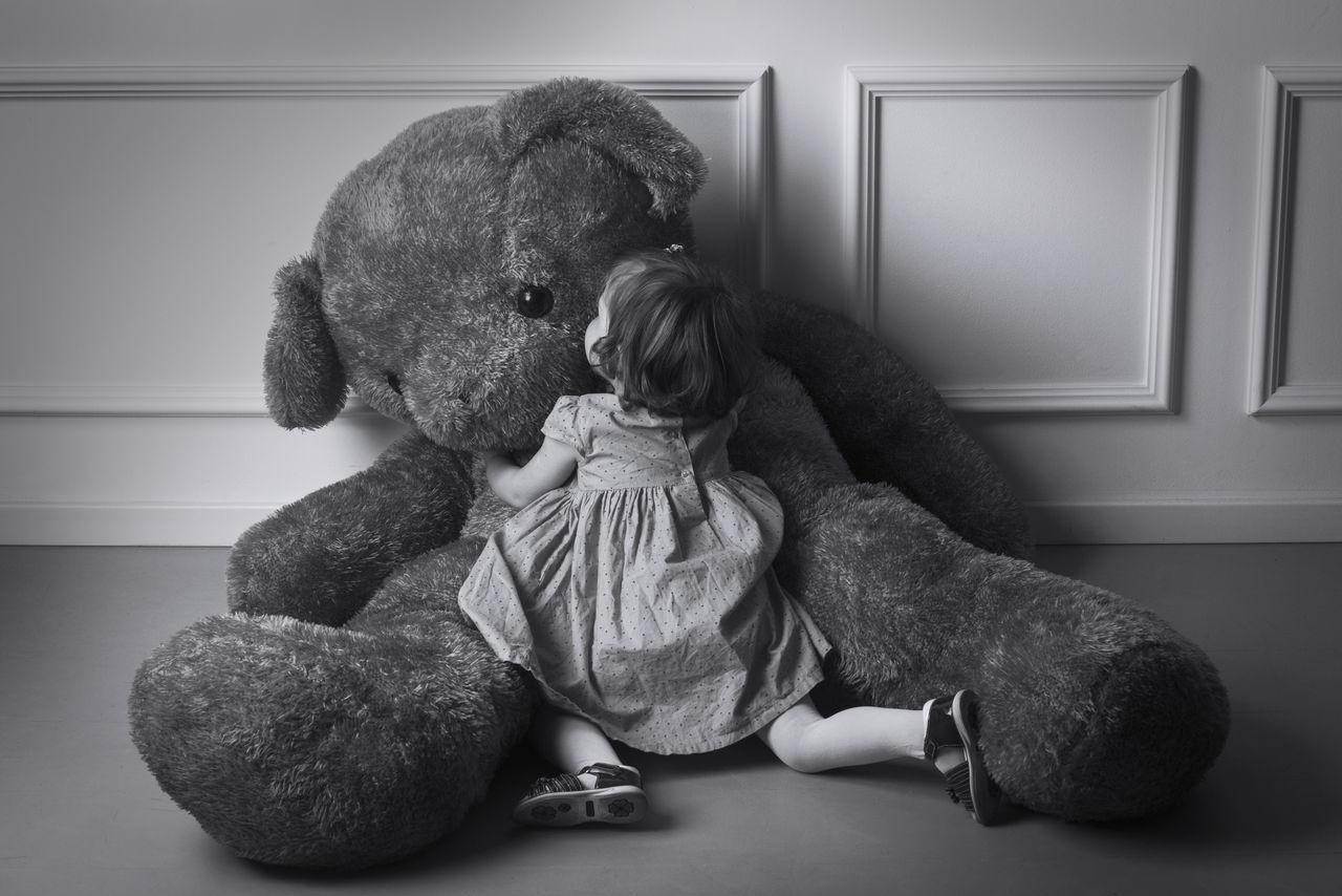 Beautiful stock photos of kuss, full length, childhood, stuffed toy, teddy bear