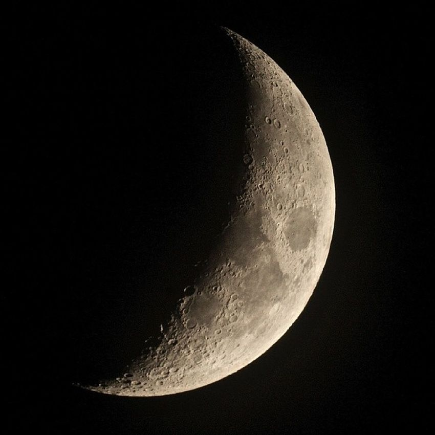 Waxing crescent moon.At this moon phase, the Earth, moon and sun are located nearly on a line in space. If they were more precisely on a line, as they are at new moon, we wouldn't see the moon. The moon would travel across the sky during the day, lost in the sun's glare, but a waxing crescent moon is far enough away from that Earth-sun line to be visible near the sun's glare – that is, in the west after sunset. This moon phase is seen one day to several days after new moon. On these days, the moon rises one hour to several hours behind the sun and follows the sun across the sky during the day. When the sun sets, and the sky darkens, the moon pops into view in the western sky. Astrophotography Space Stars Skywatcher Canon1100d Skyatnight Lunar Moon Maksutov