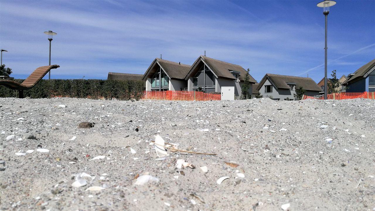 new beach sand Architecture Außenliege Building Exterior Built Structure Day House Muschelteile New Beach Sand No People Outdoors Sand Sky Steinchen