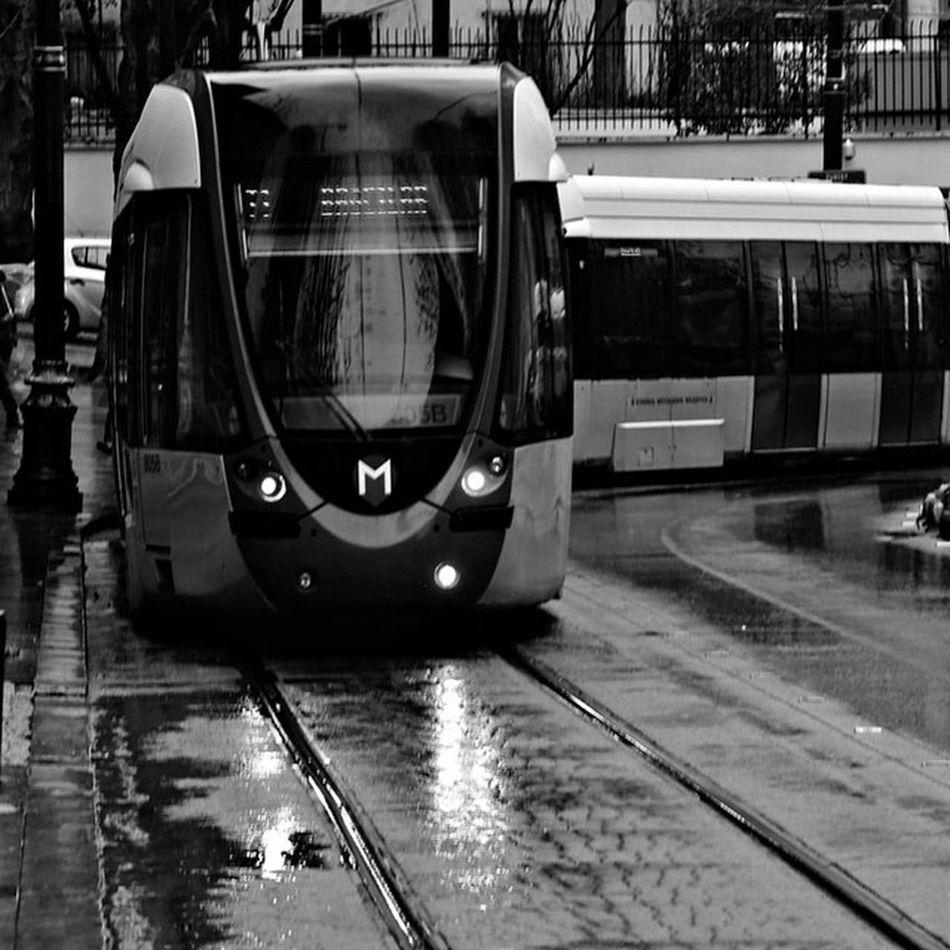 Istanbul Ibb Metro bir seyler yapiyorlar iste Ulasim subway train tren turkey turkiye bw photo blackwhite