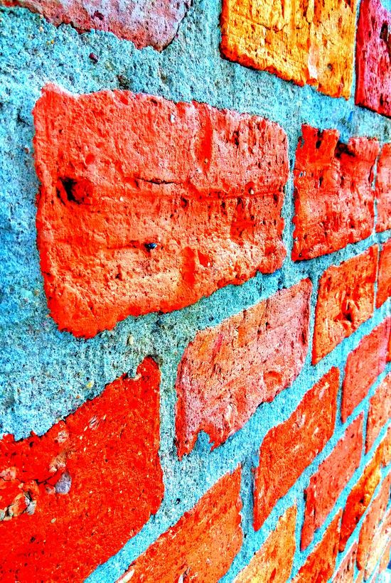 PetitsDetails Imagem Celular Art Photography Phone Photography Architecture Construction Urban Geometry Vibrant Color Outdoors Day Close-up Textured  Tijolos Parede Red