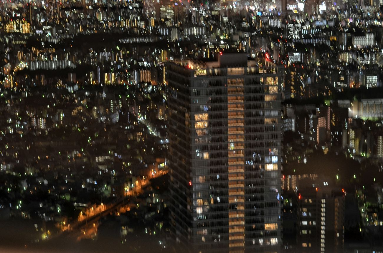 My Year My Viewサンシャイン60展望台 から View from Ikebukuro High Building Observatory. Night City Night Lights Tokyo Cityscapes Night Photography Cityscape Night City View Tokyo Night 手ブレピンボケですが、何か? 手ぶれ Camera Shake Out Of Focus 東京 夜景 Tokyo From My Point Of View August 2016 ※手ブレで迫力ある感じが捨てがたくて削除できなかったモノです。