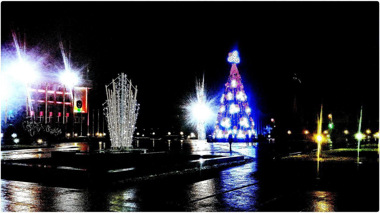 Illuminated Night Wet Christmas Lights Outdoors Winter Tree City Christmas Ornament Christmas Lights Christmas Christmas Tree