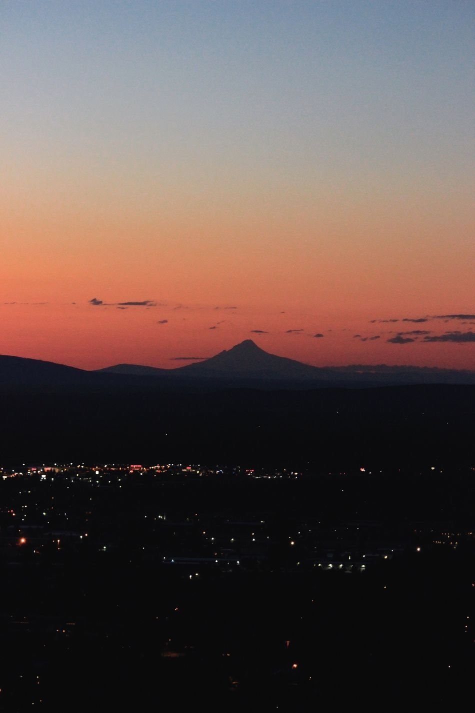 Mountain over bend Oregon Sunset Scenics Beauty In Nature Nature Tranquility Tranquil Scene Outdoors Sky No People Mountain Water Cityscape City Sea Night Bend Oregon Oregon Oregon Beauty Oregon Photography Oregonexplored Moutain Sunset Silhouettes Cascade Mountains Central Oregon Sunset Central Oregon