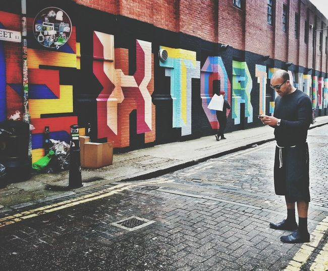 Extortionist Andrographer Streetphoto_color Peoplewalkingpastwalls Two By Two