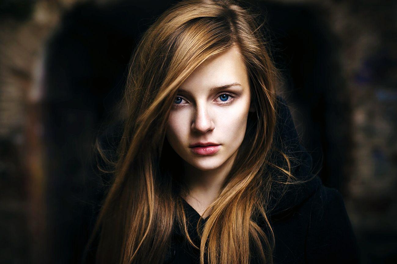 Уфа красивая девушка арка ветер Башкирия портрет Portrait Girl город