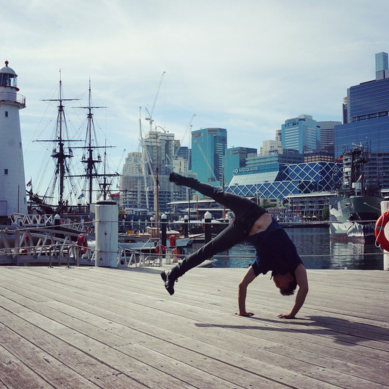 🔙 to the time spent at National Maritime Museum in Sydney! It's always fun to look for backdrops for freezes. Where would you choose as a backdrop for a freeze? Throwback Dance TBT  Calisthenics Strengthtraining Strengthproject Streetworkout BBOY Flag Flagventures Powermoves Wanderlust Letsgosomewhere IGDaily Igsg Igaustralia Sydney Travel Mightynomads Travelgram Picoftheday 비보이 데일리 맞팔