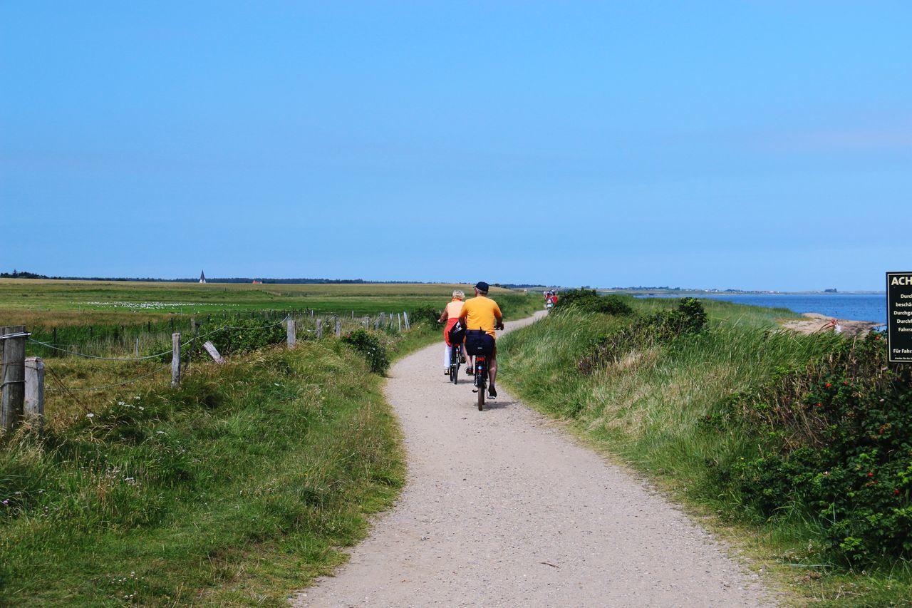 Fahrradtour über die Insel Amrum. Biketour around the Island of Amrum. On The Way Bikes Bike Riding Bike Path Relaxing Taking Photos Sunny Day Island Life Ocean North Sea Idyllic Scenery Nature Photography Athleisure